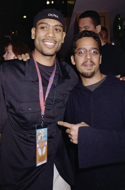 eab306806 New York Knicks  Allan Houston (left) and illusionist David Blaine get  together at
