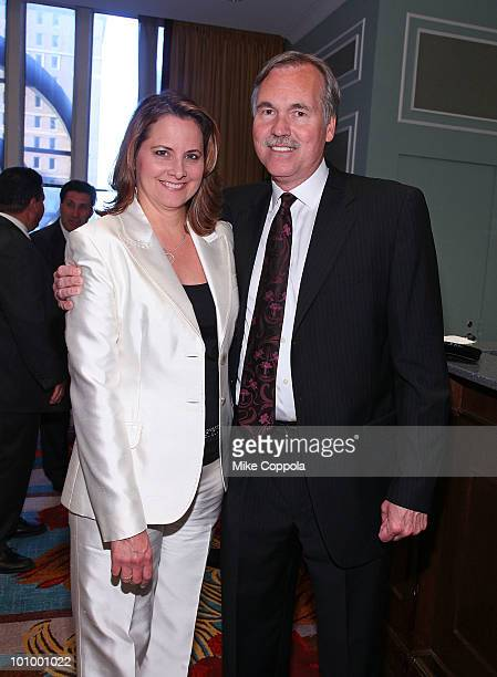 New York Knicks coach Mike D'Antoni and wife Laurel D'Antoni attend NIAF Night in New York at the Hilton New York on May 26 2010 in New York City