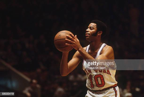 New York Knicks' forward Walt Frazier shoots from the free throw line during a game NOTE TO USER User expressly acknowledges and agrees that by...