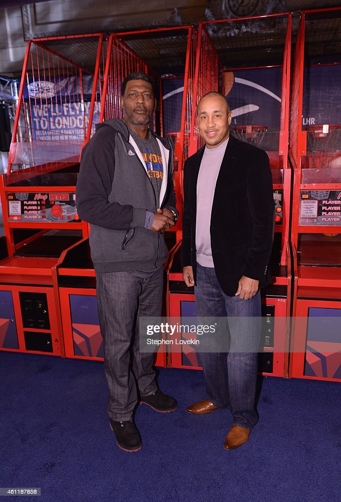 """Delta Air Lines Hosts The """"Free Throw To Heathrow"""" Event Celebrating The New York Knicks Return To The O2 Arena In London As Part Of The NBA Global Games 2015 With John Starks, Larry Johnson And Earl Monroe At Grand Central Terminal's Vanderbilt Hall"""
