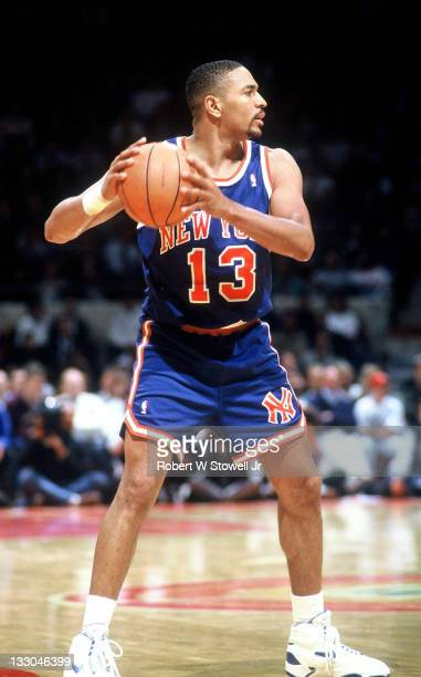 New York Knicks Mark Jackson looks over the defense during a game against the Boston Celtics, Hartford CT 1988.