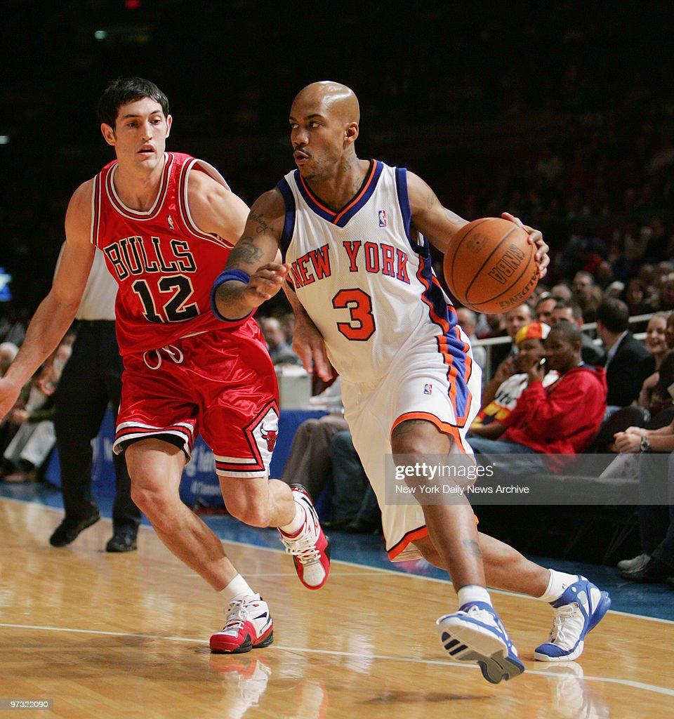 New York Knicks' Stephon Marbury drives around Chicago Bulls