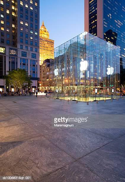 USA, New York, Manhattan, Apple store on 59th street