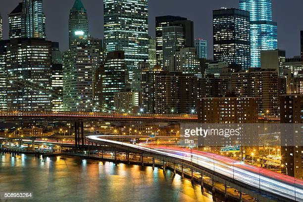 ニューヨークは、マンハッタンの街並みとの夜
