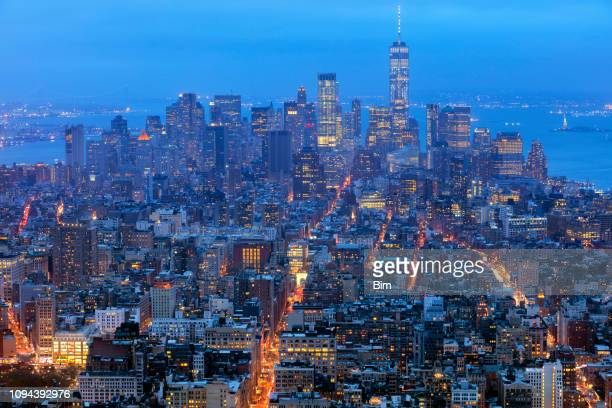 new york, manhattan, skyline at night - mid atlantic usa stock pictures, royalty-free photos & images