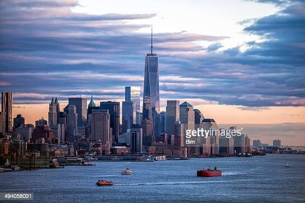 new york, manhattan, view over hudson river - wall street lower manhattan stock pictures, royalty-free photos & images