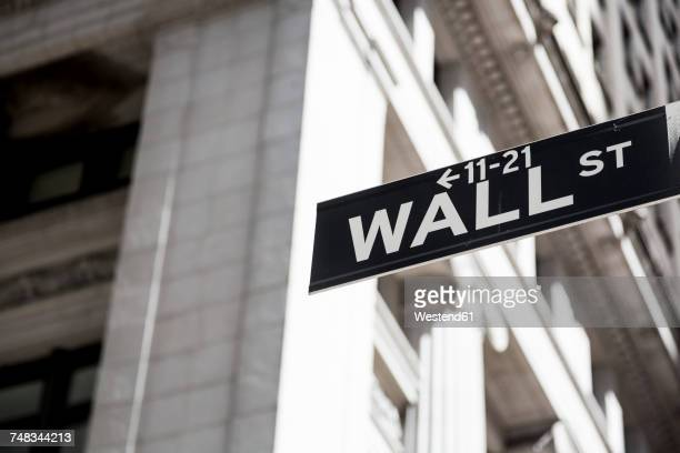 usa, new york, manhattan, wall street sign - börse new york stock-fotos und bilder