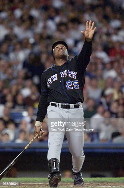 New York Mets' Bobby Bonilla takes a strike during game against the New York Yankees at Yankee Stadium