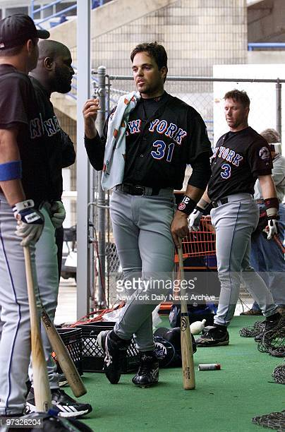 New York Mets' catcher Mike Piazza talks with infielder Mo Vaughn and other teammates at the batting cage during spring training at Thomas J White...