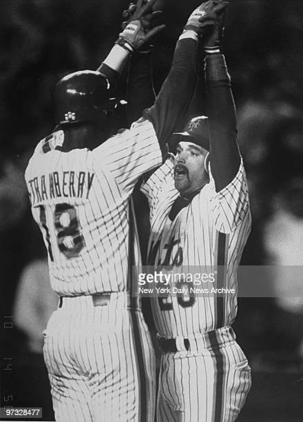 New York Mets' Darryl Strawberry congratulates Howard Johnson