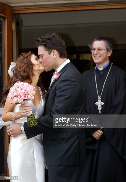 New York Mets' Mike Piazza kisses his bride Alicia Rickter as they leave St Jude's Catholic Church in Miami after their wedding ceremony