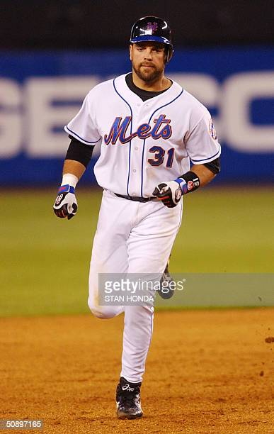 New York Mets MIke Piazza runs the bases after hitting a solo home run off Philadelphia Phillies pitcher Eric Milton in 6th inning of game 25 May at...