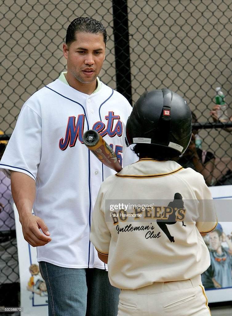 New York Mets Outfielder Carlos Beltran Gives Tips To A Bad