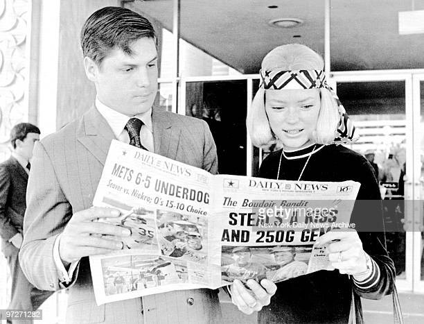 New York Mets' Tom Seaver and wife Nancy reading the Daily News