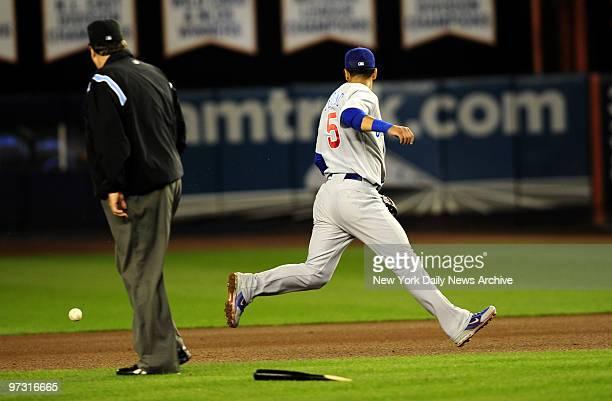 New York Mets vs. Chicago Cubs at Shea Stadium. 5th inning, New York Mets starting pitcher Johan Santana single. Chicago Cubs second baseman Ronny...