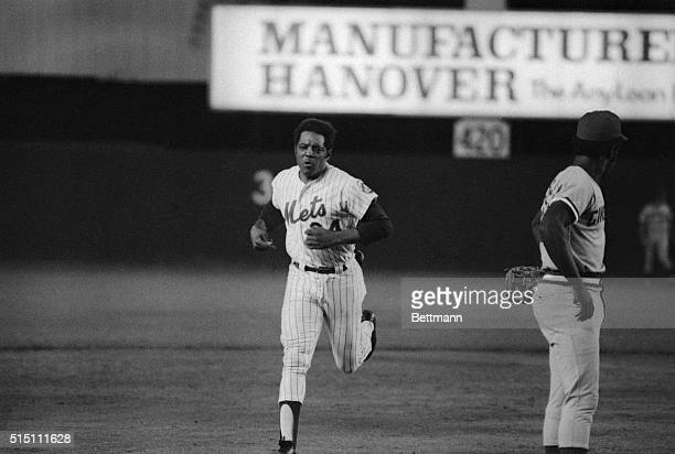New York Mets Willie Mays is shown in his career homer in the 4th inning against the Reds.