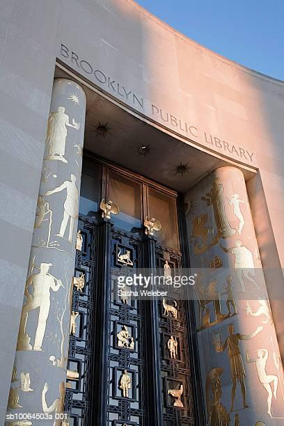 USA, New York, New York City, Brooklyn, entrance to Brooklyn Public Library