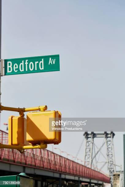 usa, new york, new york city, brooklyn, williamsburg, bedford avenue sign - williamsburg brooklyn fotografías e imágenes de stock