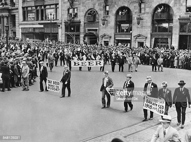 USA New York New York City Era of Prohibition Demonstration against the prohibition summer 1933 Vintage property of ullstein bild