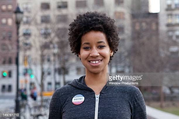 usa, new york, new york city, portrait of woman with vote pin - démocratie photos et images de collection