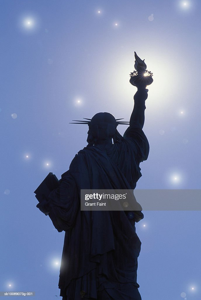 USA, New York, New York City, Statue of Liberty against starry sky, rear view : Stockfoto