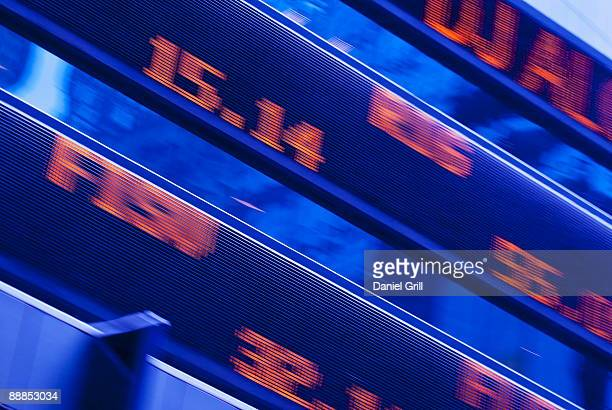 usa, new york, new york city, stock ticker in times square - börse new york stock-fotos und bilder