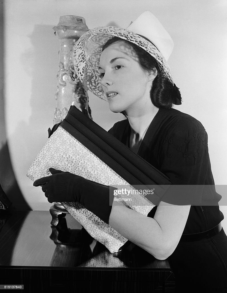 ae251bfc550 Model Wearing Lilly Dache Hat with Purse   News Photo