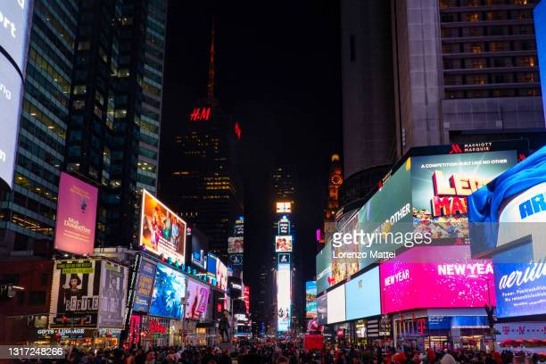 usa, new york, new york, manhattan, times squares by night - times square manhattan stock pictures, royalty-free photos & images