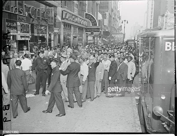 Purchasers of World Series Tickets Crowd Giant Offices 42nd St Avenue of the Americas View of crowd lined along sidewalk kept in order by police and...