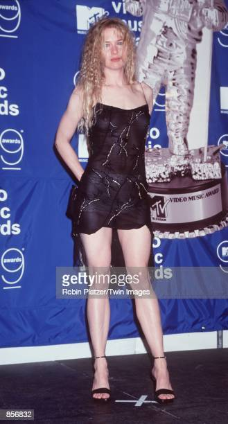New York NY ReneeZellweger at the Metropolitan Opera House for the MTV Video Music Awards Photo by Robin Platzer/Twin Images/Online USA Inc