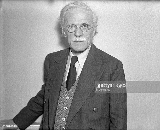 12/2/1936 New York NY Stieglitz visits art show gives lecture Alfred Stieglitz famous photographer visited the show of paintings by Georgia U'Keefe...