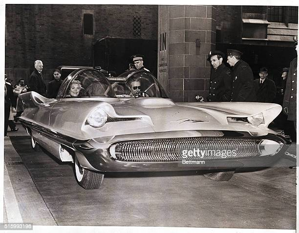 3/3/1955 New York NY The first working model making its operational debut in the United States of the Licoln Futura passanger car is shown on view at...