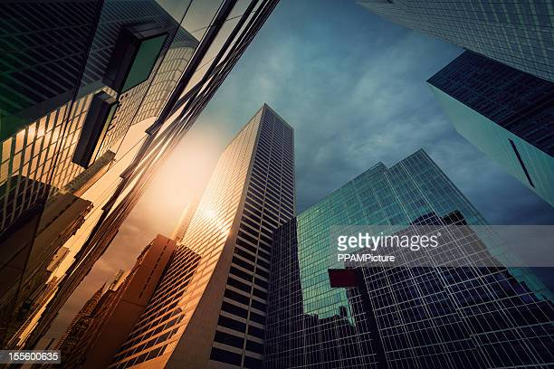 new york office skysraper - manhattan new york city stock pictures, royalty-free photos & images