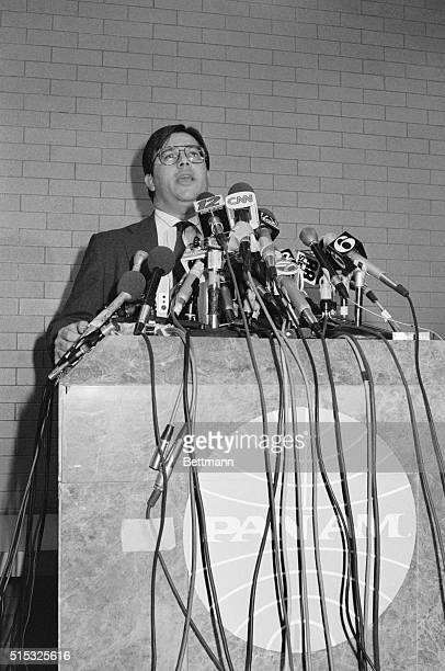 Pan American spokesman Jeff Kriendler speaks to newsmen at a hastily called press conference at JFK Airport following the crash of Pan Am flight 103...