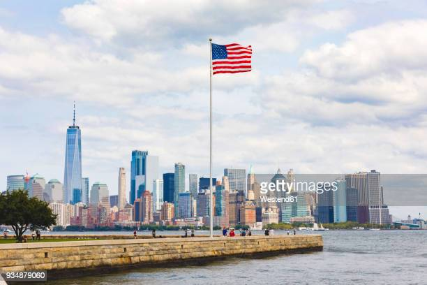 usa, new york, panoramic view of manhattan with american flag in the foreground - flagpole stock pictures, royalty-free photos & images