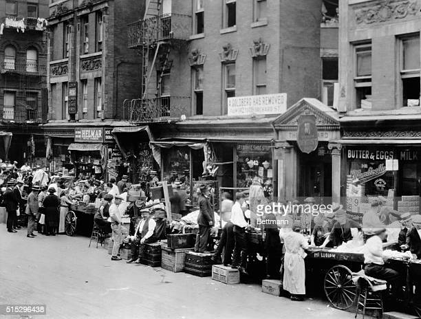 New York: Peddlers and push carts at Orchard Street on the Lower East Side. Photo ca. 1920.