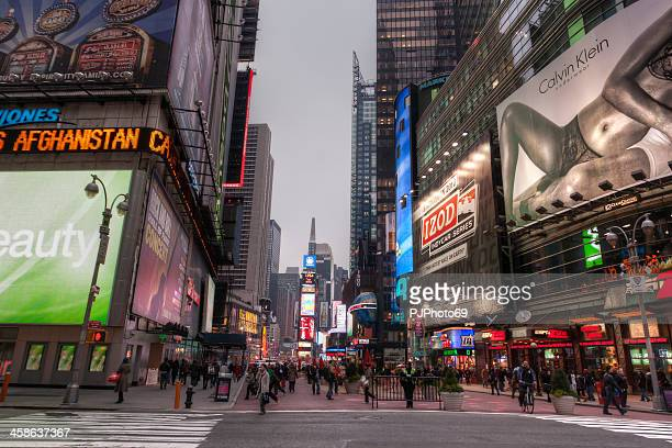new york - people walking in time square - pjphoto69 stock pictures, royalty-free photos & images