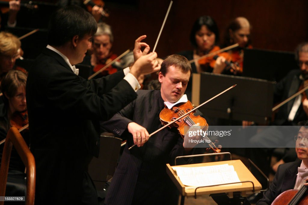 New York Philharmonic at Avery Fisher Hall on Thursday night, September 24, 2009.This image:Alan Gilbert leading the violinist Frank Peter Zimmermann and the New York Philharmonic in Brahms's 'Concerto in D major for Violin and Orchestra'