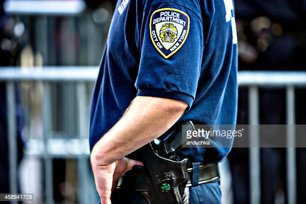 new york policeman - new york city police department stock pictures, royalty-free photos & images
