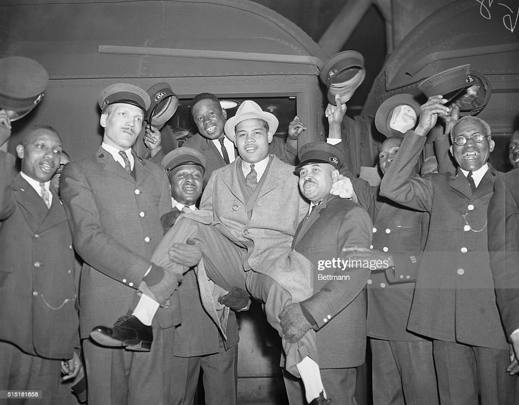 Porters And Joe Louis : News Photo