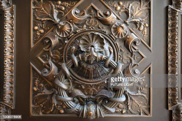 new york public library, stephen a. schwarzman building, detail of exterior door, manhattan, new york city, new york, usa, north america - door knocker stock photos and pictures