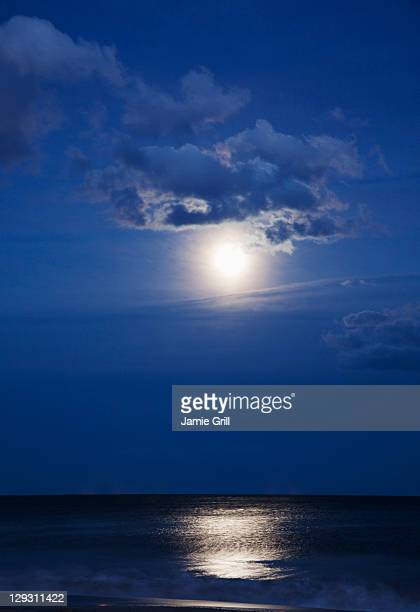 usa, new york, queens, rockaway beach, landscape with sea and moonlight at night - 月の光 ストックフォトと画像