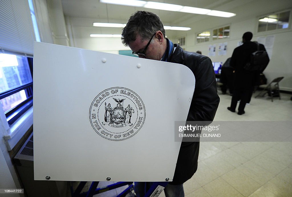 New York residents cast their vote in th : News Photo