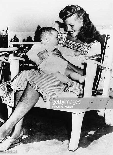 New York Rita Hayworth Holding Her Litlle Daughter Rebecca Welles 1945
