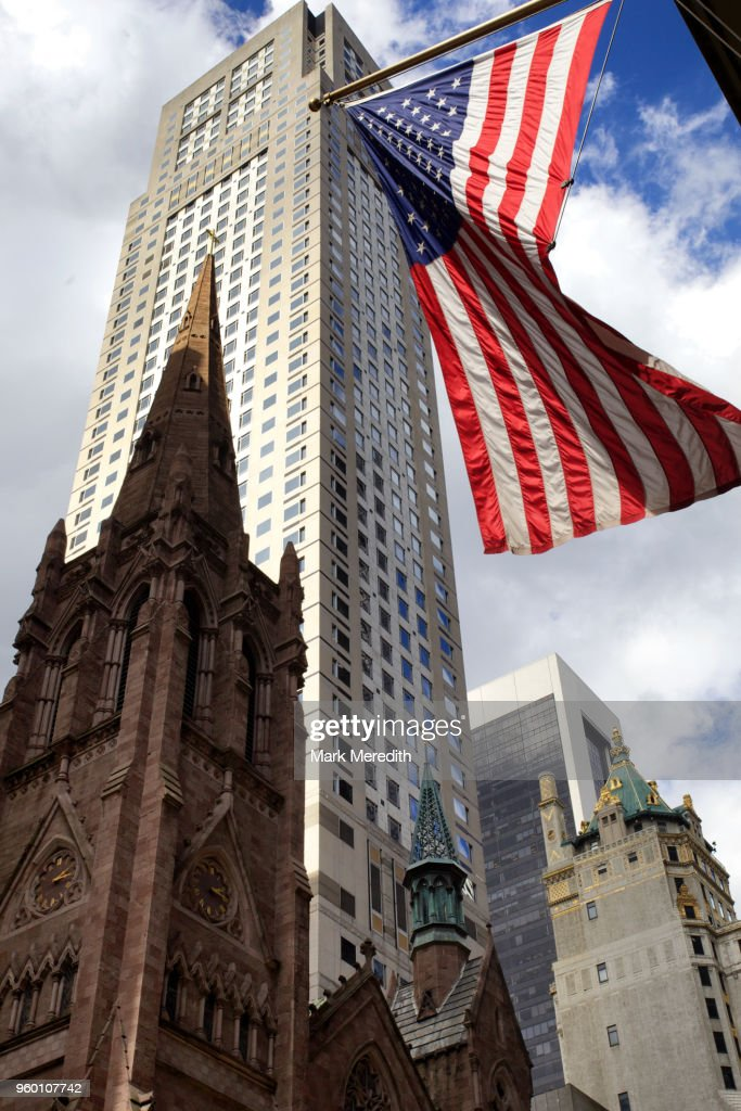 New York scene with Stars and Stripes flag, skyscraper and church : Stock-Foto