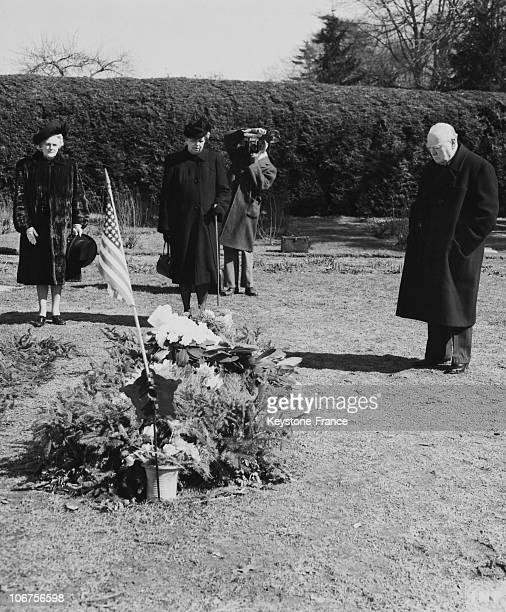 New York Sir Winston Churchill On Roosevelt Grave In Hyde Park