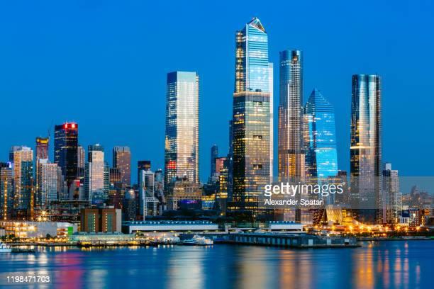 new york skyline illuminated at night, ny, usa - hudson yards stock pictures, royalty-free photos & images