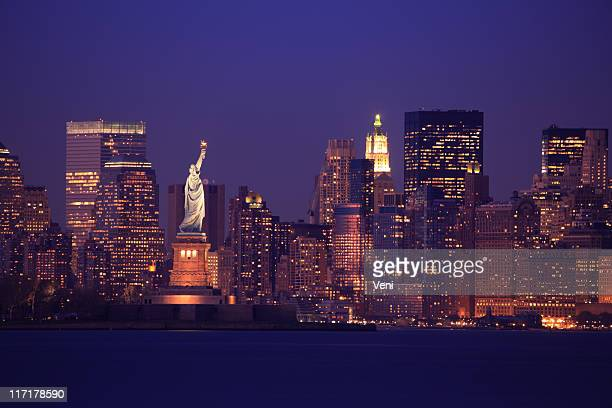 new york skyline - stad new york stockfoto's en -beelden