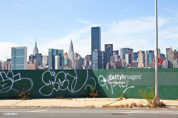 new york skyline - queens new york city stock pictures, royalty-free photos & images