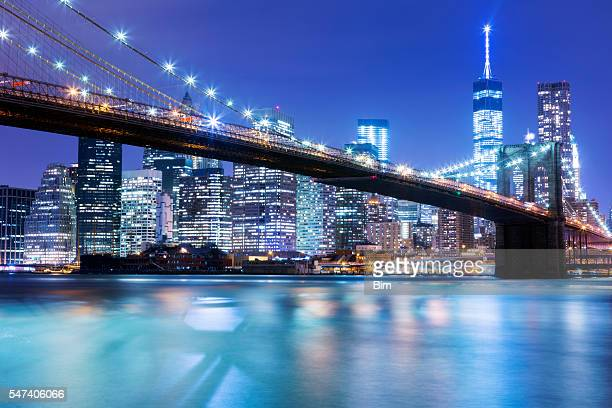 De New York Skyline et Brooklyn Bridge, de nuit